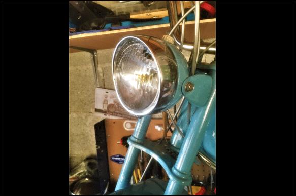 mobylette bleue motobecane